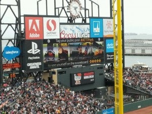 A little hard to see, but if you look closely you can see the Giants showing fan social media posts on the big screen.