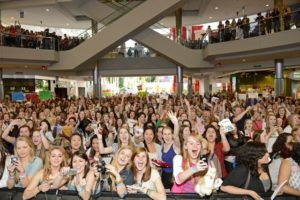 Fans greet One Direction at Mall of America. Credit: Tony Nelson (click on any photo for a larger image)