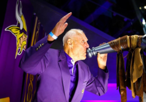 Hall of Fame head coach Bud Grant blows the Gjallarhorn.